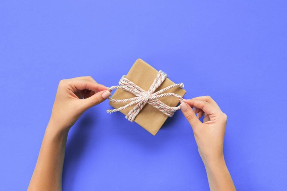 6 Tips For Giving Thoughtful Client Gifts | Stephanie Burns